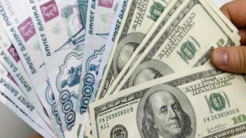 Аналитики ждут незначительного падения курса рубля к концу года