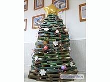 Энгельсскую библиотеку украсила книжная елка