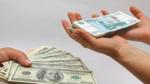 Доллар США может подешеветь до отметки в 57,5 рубля