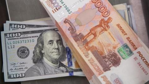 Российский рубль продолжает расти на фоне слабого доллара