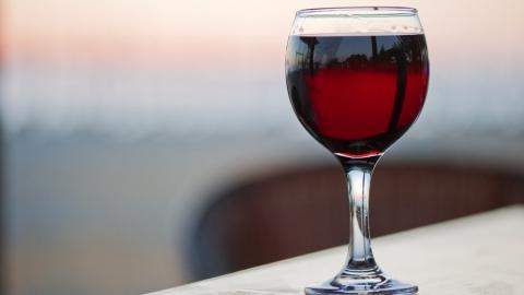 В Пугачеве двухлетний ребенок случайно выпил вина