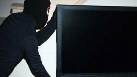 Грабитель вломился в дом балаковца и похитил его телевизор