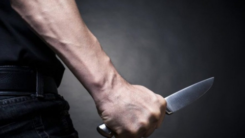 Сельчанин ранил ножом пытавшегося проникнуть в его дом мужчину