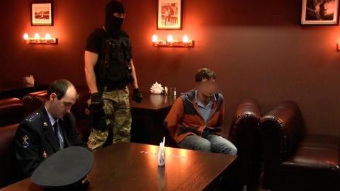 Полицейские поймали продавцов марихуаны в спортивном баре Саратова