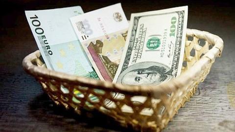 После заседания Центробанка доллар может подорожать до 58 рублей
