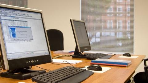 Директор фирмы предлагал компьютеры прокурору в качестве взятки