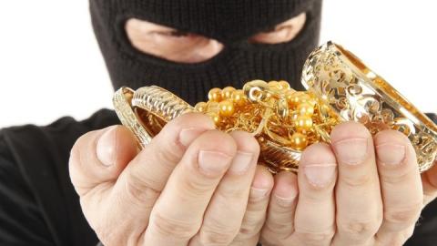 В Саратове парень ограбил ювелирный магазин