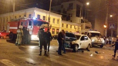 """В центре Саратова """"пятерка"""" протаранила иномарку. Четверо пострадали"""
