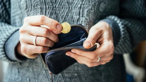 Средняя зарплата саратовцев выросла на 2,4 процента