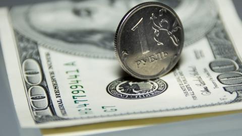 Российский рубль поддерживают котировки нефти и налоговые платежи