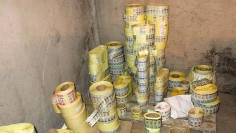 В саратовском гараже обнаружили 2,5 миллиона поддельных акцизных марок