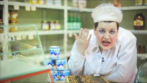 Находившаяся в розыске за кражу девушка пыталась устроиться на работу в супермаркет