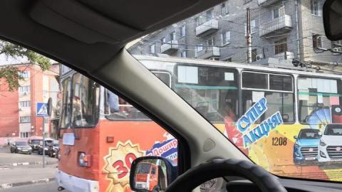 Сломавшийся троллейбус блокировал движение по Чернышевского