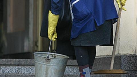 В Ртищево директор профучилища получала зарплату за уборщицу