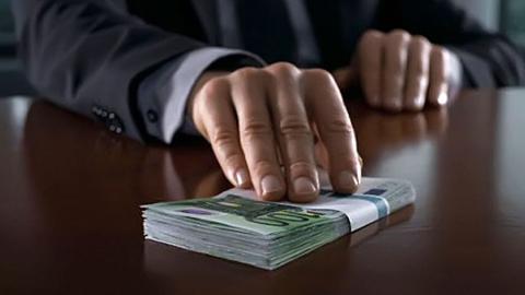В Балашове дорожник пытался подкупить контролера за 200 тысяч рублей