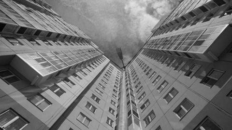 Саратовчанка погибла после падения с высоты седьмого этажа