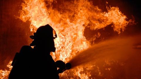 18 пожарных тушили крупный пожар в магазине