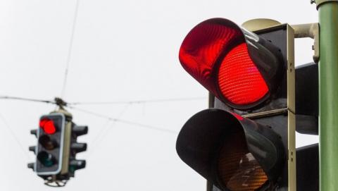 """В центре Саратова переходивший дорогу на красный свет пенсионер попал под колеса """"Опеля"""""""