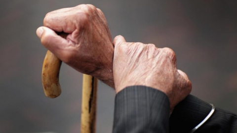 Прожиточный минимум для пожилых людей поднимут на290 руб