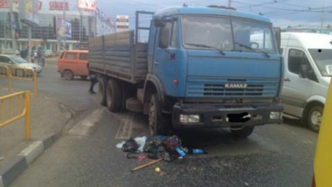 """В Саратове водитель """"КамАЗа"""" насмерть сбил 89-летнюю женщину"""