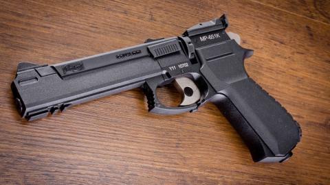 Ученик саратовской школы выстрелил в ровесника из пневматического пистолета