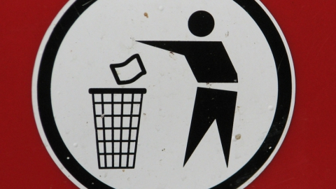 Саратовец пытался выбросить марихуану под видом пакета с мусором