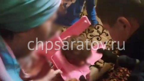 В Саратове спасатели освободили застрявшего в детском горшке ребенка