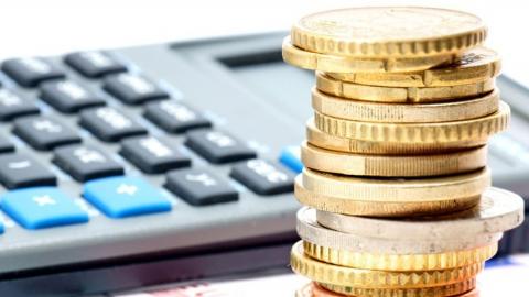 Администрация Саратова выплатит больше 500 000 за«Мерседес», попавший вяму