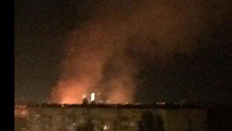 В Саратове шесть пожарных машин тушили ночью пожар в гостинице