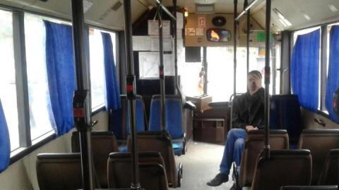 В Саратове водитель автобуса задел зеркалом пешехода
