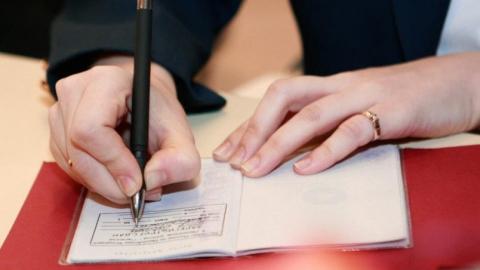 Пугачевец фиктивно зарегистрировал двоих человек