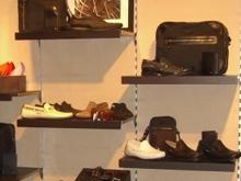 Подросток прятался от расправы в обувном магазине