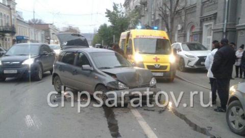 На Московской пассажир такси пострадал при столкновении с иномаркой