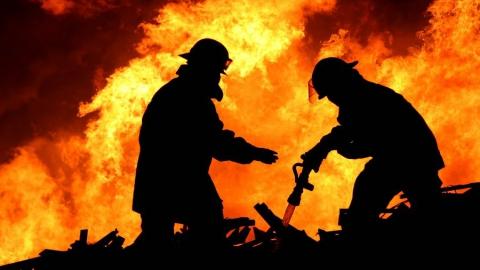 Наокраине поселка Расково выгорел склад