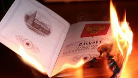 Саратовцы сожгли паспорт ограбленной девушки