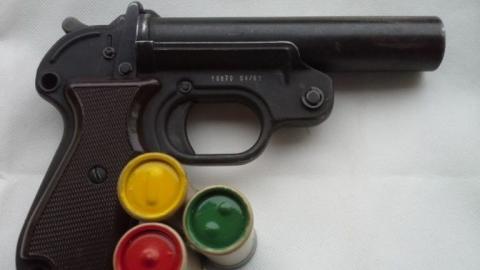 Житель Энгельса переделал сигнальный пистолет в огнестрельное оружие