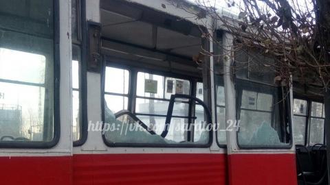 В Саратове автовышка врезалась в трамвай