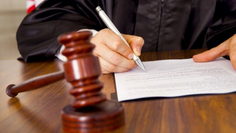 За мошенничество бывшего полицейского оштрафуют на 400 тысяч рублей