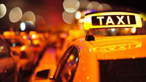 Таксист нехотел отдавать забытый пассажиркой «Самсунг Гелакси»