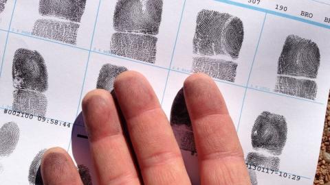 В Марксе по отпечаткам пальцев поймали грабителя