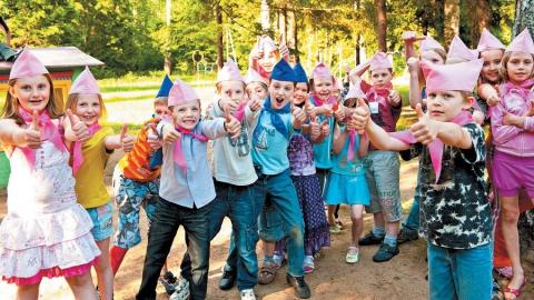 Заявления на выдачу бесплатных путевок в детские лагеря начнут принимать в январе