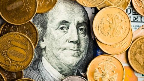 Российский рубль пытается удержать достигнутые позиции
