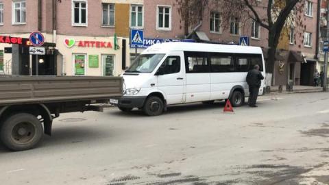 На Чернышевского произошла авария с маршруткой