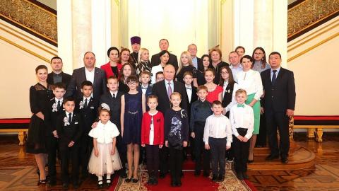 Владимир Путин обсудил с саратовской семьей меры соцподдержки