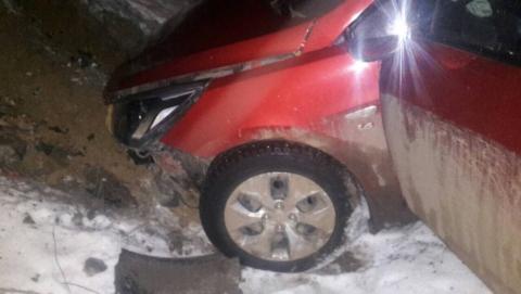 Нетрезвый шофёр Хюндай несмог справиться суправлением ислетел вкювет