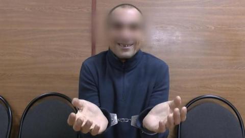 Помогавший открыть дверь квартиры саратовца мужчина украл у него планшет