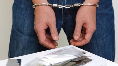 Росгвардейцы изъяли у жителя соседнего региона наркотики