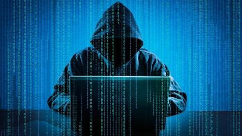 Укравшего информационную базу оператора связи юношу ограничили всвободе