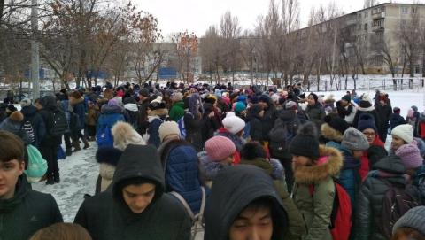 Волна эвакуаций в Саратове распространяется на школы и жилые дома