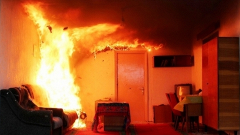 Мужчина погиб в горящей квартире на Шелковичной